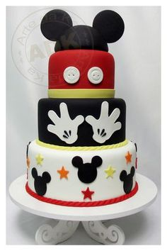 Bolo decorado do Mickey Mouse Bolo Do Mickey Mouse, Fiesta Mickey Mouse, Bolo Minnie, Mickey Cakes, Mickey Mouse Parties, Minnie Mouse Cake, Mickey Party, Disney Parties, Parties Kids