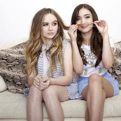 """Maybe I can take on the world with Rowan Blanchard and Sabrina Carpenter on """"Girl Meets World! Sabrina Carpenter, Rowan Blanchard, Girl Meets World Cast, Pretty People, Beautiful People, Estilo Popular, Riley Matthews, Best Friend Goals, Celebs"""