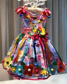 Canjica, cocada, quentão Milho verde, cuscuz, salcichãoPaçoca, pé de moleque, pipocão Tá chegando o São João 👏👏👏👏 Vendas pelo WhatsApp 📲 62 982349256 Luh📲 62 999698403 Juh#festacaipira #vestidosdeluxo #sãojoão #acendeafogueiradomeu❤️ #lojadeprincesa #vestidoscaipirasluxo Girls Dancewear, Dress For Girl Child, Baby Dress Design, Country Dresses, Pageant Gowns, Dance Wear, Designer Dresses, Fashion Dresses, Girls Dresses