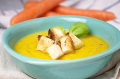 Karotten-Zucchini-Suppe ist eine leichte und köstliche #Suppe. Ein gesundes Rezept mit tollen Farbeffekt.