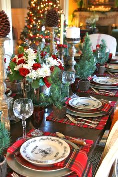 vignette design: A Christmas Day Tablescape