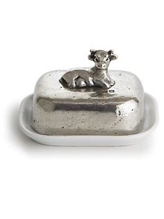 Ahhh...a cow butter dish, love it ♥