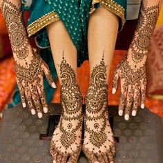 This henna is beautiful... Traditions of an Indian wedding!!!!