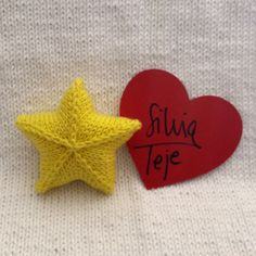 Estrella tejida con agujas circulares. Ideal para adornar tu Navidad