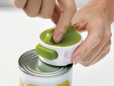 This compact can-opener that can be used by left and right-handed people.