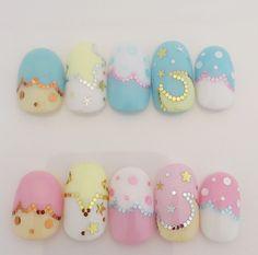 Very cute fake nails!