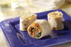 Carrot Pinwheels Cream Cheese, shredded carrots, ranch dressing, green onions, all rolled in a tortillas. Spinach Pinwheel Recipe, Pinwheel Recipes, Kraft Recipes, Lunch Recipes, Appetizer Recipes, Yummy Recipes, Cream Cheese Pinwheels, Tortilla Pinwheels, Carrot Cupcake Recipe