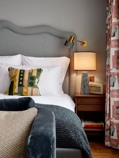 Bedroom Apartment, Home Bedroom, Bedroom Decor, Bedroom Signs, Decorating Bedrooms, Master Bedrooms, Soho House, Relax, Bed Styling