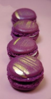 Blackberry macaroons - Pantone color of the year 2018 Hochzeit - Macarons Cupcakes, Cupcake Cakes, Lavender Macarons, Macaron Recipe, Macaron Flavors, Macaron Cookies, Purple Food, French Macaroons, All Things Purple