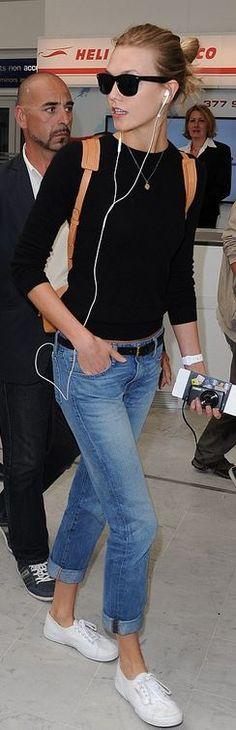 Karlie Kloss: Purse – Mansur Gavriel  Shoes – Superga  Watch – Apple Watch  Necklace – Jennifer Meyer