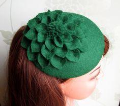 Green Hat - Green Fascinator, Green Cocktail Hat, Felt Fascinator, Wedding Hat, Formal Hat by LillibetsMillinery Fascinators For Short Hair, Wedding Fascinators, Wedding Hats, Green Fascinator, Bridal Hat, Cocktail Hat, Green Hats, Dahlia Flower, Flower Hats