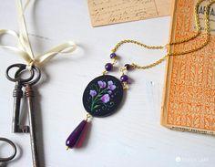 collana con ciondolo dipinto, collana con doppia lunghezza, medaglione in carta dipinta in stile botanico, collana ciondolo agata viola