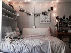 Desain kamar tidur cozy small bedrooms, small rooms, bedroom decor, gray be Dorm Room Bedding, Dorm Rooms, House Rooms, Bedding Sets, Bedroom Comforters, Dorm Room Closet, Kids Rooms, Cozy Small Bedrooms, Small Rooms