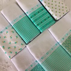 Lindo kit pano prato combinado com 7 unidades, sacaria pé de galinha Med: 41x66 Dish Towels, Hand Towels, Tea Towels, Little Baby Girl, Little Babies, Sewing Projects, Projects To Try, Kitchen Towels, Pot Holders