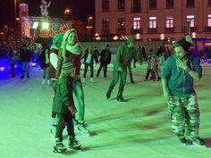 Zahlreiche Events und Aktionen machen die größte mobile Eisarena Bayerns bis Mitte Januar zu einem Höhepunkt im Münchner Winter. Dank Schmankerlhütt'n und Glühweinstadl ist auch für das leibliche Wohl gesorgt.     Jeden Abend gibt es ein fetziges, wechselndes Musikprogramm von Schlager bis House. Mittwoch und Donnerstag dürfen Kleinkinder bis 6 Jahre beim Kindernachmittag gratis aufs Eis, ältere Kinder kommen günstiger zum Eislaufvergnügen. Sonntags ist außerdem Familien-Tag.