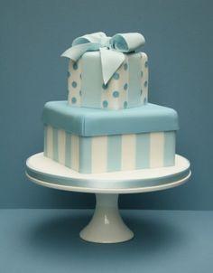 Nice baby boy cake - would work for a 1st birthday or even a baby shower!!! > leuk 1 of 2 lagen als cadeautje met strik aan zijkant