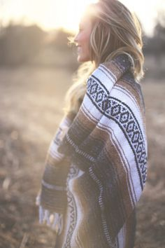 beautiful light, photography by John Hillin & Kelsey Cherry Happily Grey Inspiration Photoshoot, Mode Inspiration, Summer Photoshoot Ideas, Autumn Photography, Photography Poses, Light Photography, Wedding Photography, Bohemian Photography, Outdoor Photography