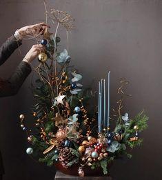 Christmas Candle Decorations, Christmas Flower Arrangements, Christmas Flowers, Christmas Candles, Christmas Wreaths, Christmas Crafts, Holiday Decor, Woodland Christmas, Christmas Mood