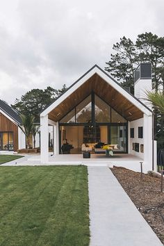 Dave Blanchard House Photos : Photo from Dave Blanchard House Photos collection by Duncan Innes Photography Modern Barn House, Modern House Design, Duplex Design, Barn House Plans, Modern Cottage, Casas Containers, Modern Farmhouse Exterior, Dream House Exterior, Garage House