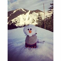 Oh Olaf what are you doing to Sven? Tsum Tsums, Disney Tsum Tsum, Olaf, Snowman, Instagram Posts, Outdoor Decor, Cute, Kawaii, Snowmen