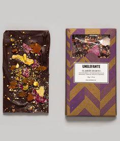 JARDÍN SECRETO 65% cacao incrustaciones de chabacano, cardamomo, pistacho y flores cristalizadas.