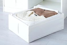 This modern, white SKUBB storage case protects your clothes or extra bedlinen from dust. It can be kept in a closet or under a bed, it's easy to pull out by the handle and has ventilation nets in the corners that allow air to circulate. Ikea Drawers, Closet Drawers, Ikea Closet, Closet Space, Storage Drawers, Storage Boxes, Storage Spaces, Storage Chest, Organisation Ikea