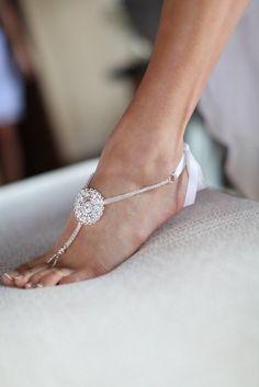 Sandales et bijoux de pieds pour un mariage à la plage 22