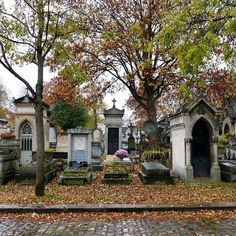 Can't get enough! Père-Lachaise (1804) #carasharratttravel