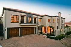 Architecturally designed to integrate the ultimate in comfort and offering warm tones welcoming you to very spacious rooms. The magnificent garden will enchant you. 5 Bedrooms fulfill every home owner's desire. Set in an exclusive complex where privacy and security are paramount. Add tons of parking and an excellent staff suite for a truly rare find