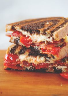 Cheddar Grilled Cheese Sandwiches with Roasted Tomatoes and Bacon