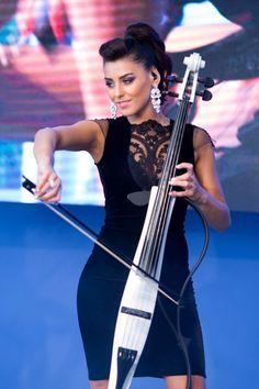Patricia Cimpoiasu, violoncellist Amadeus, photo by Marooni. #liaAram