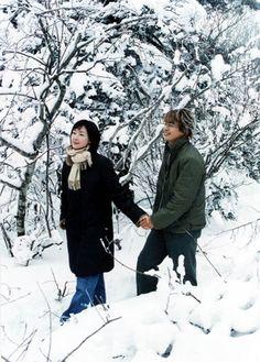 Muy triste en vez de ir a la cita Yoo-Jin acude con sus amigos a un paseo, sin saber que Jun-Sang también estaba invitado.
