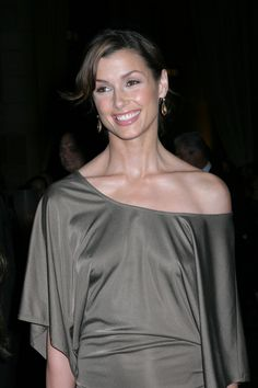 Looks similar to Diane Lane or Ashley Judd if you ask me, either way still great looking women.