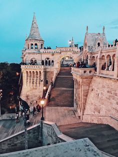 Budapest City Guide Places to travel 2019 Fisherman´s Bastion at night – Budapest, Hungary Europe Destinations, Places In Europe, Places To Travel, Budapest Travel Guide, Budapest City, Hungary Travel, Wanderlust, Belle Villa, Las Vegas Hotels