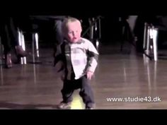 2 vuotta vanha lapsi tanssi jive - YouTube
