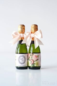 Timeless wedding at the fairmont royal york lena w свадьба, Wedding Favor Sayings, Food Wedding Favors, Chocolate Wedding Favors, Rustic Wedding Favors, Wedding Table, Pizza Wedding, Wedding Decor, Buzzfeed Gifts, Mini Champagne Bottles