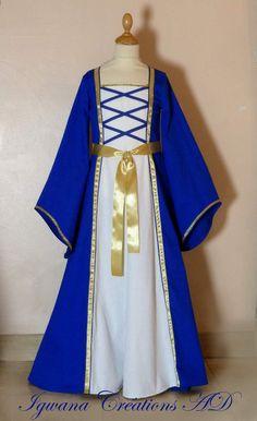Robe médiévale en satin de coton bleu roi et coton blanc, rubans dorés. réalisable dans les couleurs de votre choix.