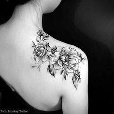 back Shoulder Tattoo Ideas For Woman; back shoulder tattoos;… back Shoulder Tattoo Ideas For Woman; Pretty Tattoos, Sexy Tattoos, Beautiful Tattoos, Body Art Tattoos, Sleeve Tattoos, Skull Tattoos, Foot Tattoos, Forearm Tattoos, Tribal Tattoos