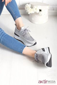 b403febd4c9c1 2019 Kadın Spor Ayakkabı Modelleri - Spor Ayakkabı Kombinleri - Aktif Moda