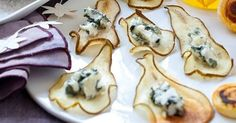 Pear chips with Roquefort – Cuisine and Wines of France! Appetizers For Party, Appetizer Recipes, Appetisers, Food Presentation, Food Plating, Finger Foods, Food Inspiration, Food Porn, Vegetarian Cooking