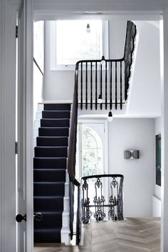 West London townhouse, interior design by Suzy Hoodless London Townhouse, London House, London Street, House Staircase, Staircase Design, Staircase Ideas, Dark Staircase, Spiral Staircases, Modern Staircase