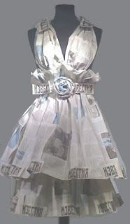:: Sophisticated Vintage Paper Dresses :: The paper dress history spans centuries. Making paper dresses has been around for long time. Paper Fashion, Fashion Art, Fashion Show, Fashion Design, Paper Shoes, Paper Clothes, Paper Dresses, Barbie Clothes, Recycled Dress