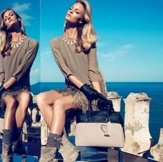 Dalla collezione di abbigliamento Twin Set autunno inverno 2013 2014, gonna di piume.