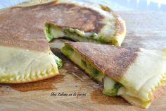 Focaccia con queso y pesto Pesto, Thermomix Pan, Empanadas, Sandwiches, Bread, Food, Quiches, Appetizers, Pizza