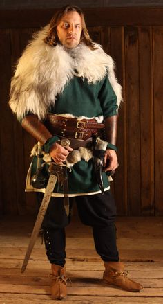 Mens Viking Costume, Vikings Costume Diy, Viking Halloween Costume, Vikings Halloween, Viking Cosplay, Medieval Costume, Diy Halloween, Viking Armor, Viking Garb