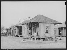 Pictures of The Great Depression in San Antonio, Texas by Russell Lee for the United States Farm Security Administration 1939 San Jacinto, State Farm, Texas History, Vintage Images, San Antonio, American History, Depression, Places To Go, Battle