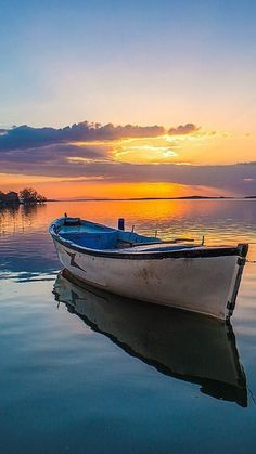 Classic Wooden Boat You are in the right place about Boats tattoo Here we offer you the most beautiful pictures about the zucchini Boats you are looking for. When you examine the Classic Wooden Boat p Beautiful Sunset, Beautiful Places, Beautiful Pictures, Watercolor Landscape, Landscape Paintings, Landscape Photography, Nature Photography, Classic Wooden Boats, Image Nature