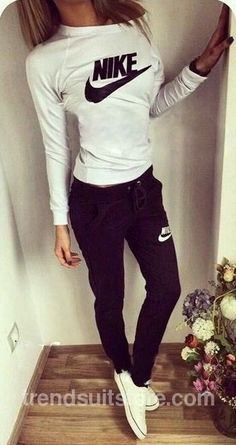 47 Ideas How To Wear Nike Roshe Outfit Shoes Outlet Fashion Mode, Look Fashion, Teen Fashion, Womens Fashion, Fashion Trends, Fashion Shoes, Sneakers Fashion, Sport Fashion, Fashion Details