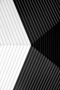 leManoosh collates trends and top notch inspiration for Industrial Designers, Graphic Designers, Architects and all creatives who love Design. B&w Wallpaper, Pattern Wallpaper, Linear Pattern, Pattern Design, White Patterns, Textures Patterns, Op Art, Black White Photos, Black And White Lines