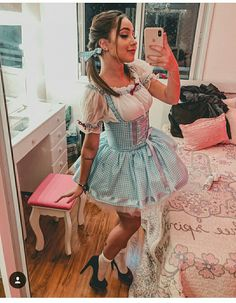 42 Best Couple Costume Ideas That is Easy to Use on Halloween Dorothy Halloween Costume, Hot Halloween Costumes, Cute Costumes, Halloween Kostüm, Halloween Cosplay, Halloween Outfits, Costumes For Women, Cosplay Costumes, Halloween Kleidung